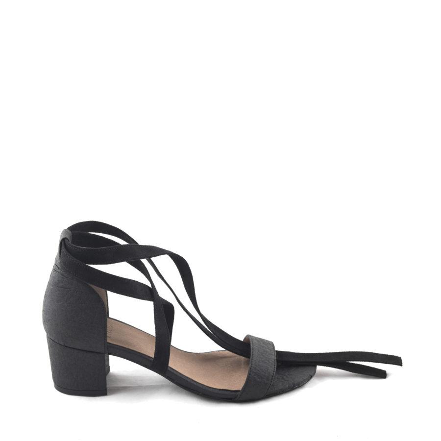 Vegane Sandaletten Clau Pinatex in schwarz von NAE