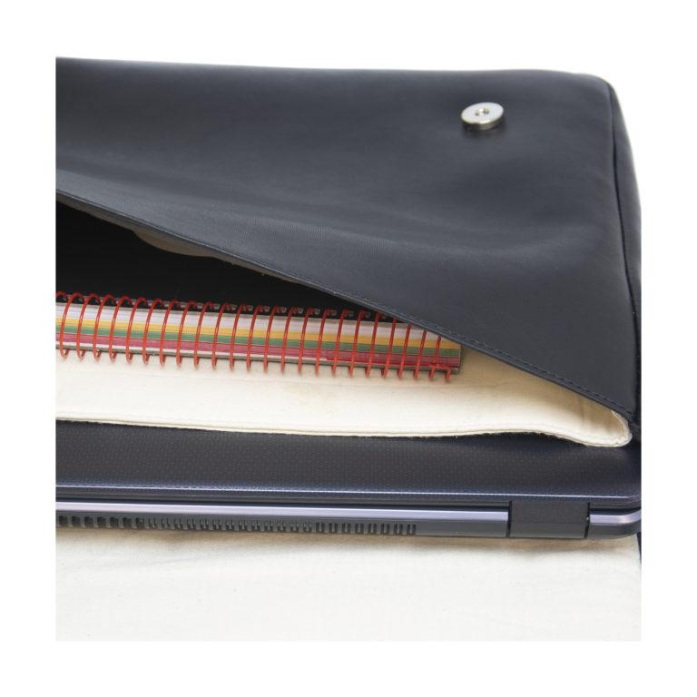 Vegane Tasche Davi in schwarz von NAE