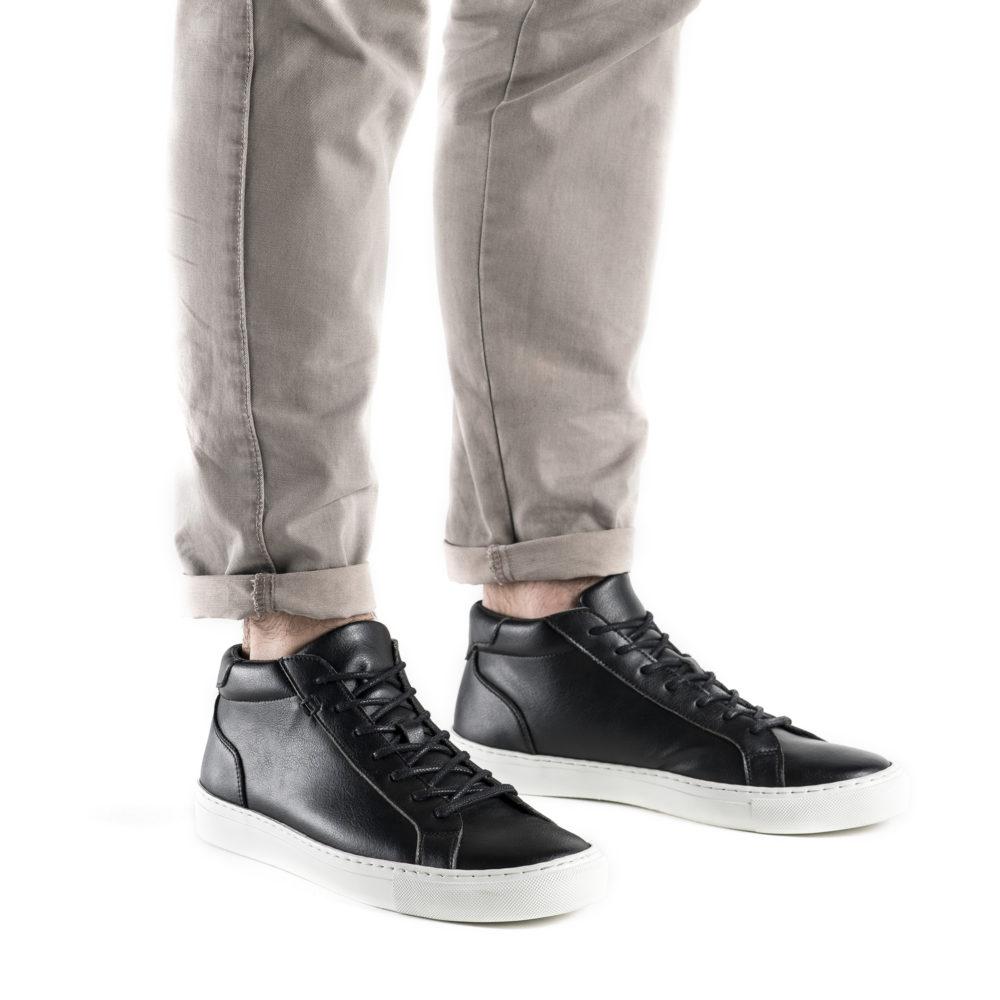 Sneaker Matt schwarz